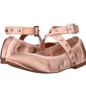 Charles David Dean Flat NWT satin rose gold pink